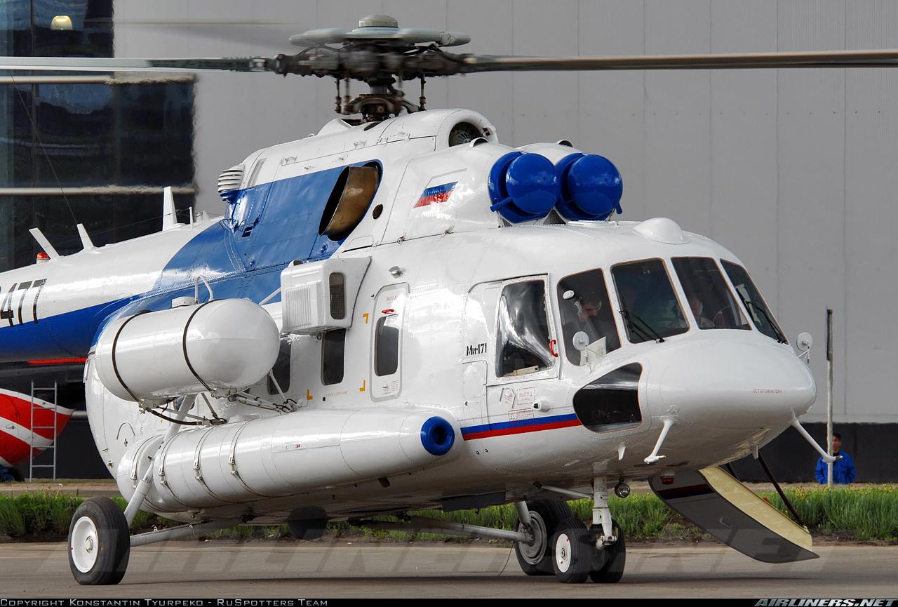 Elicottero 8 : Russo mi elicottero parcheggiato a un campo aerodrome nella