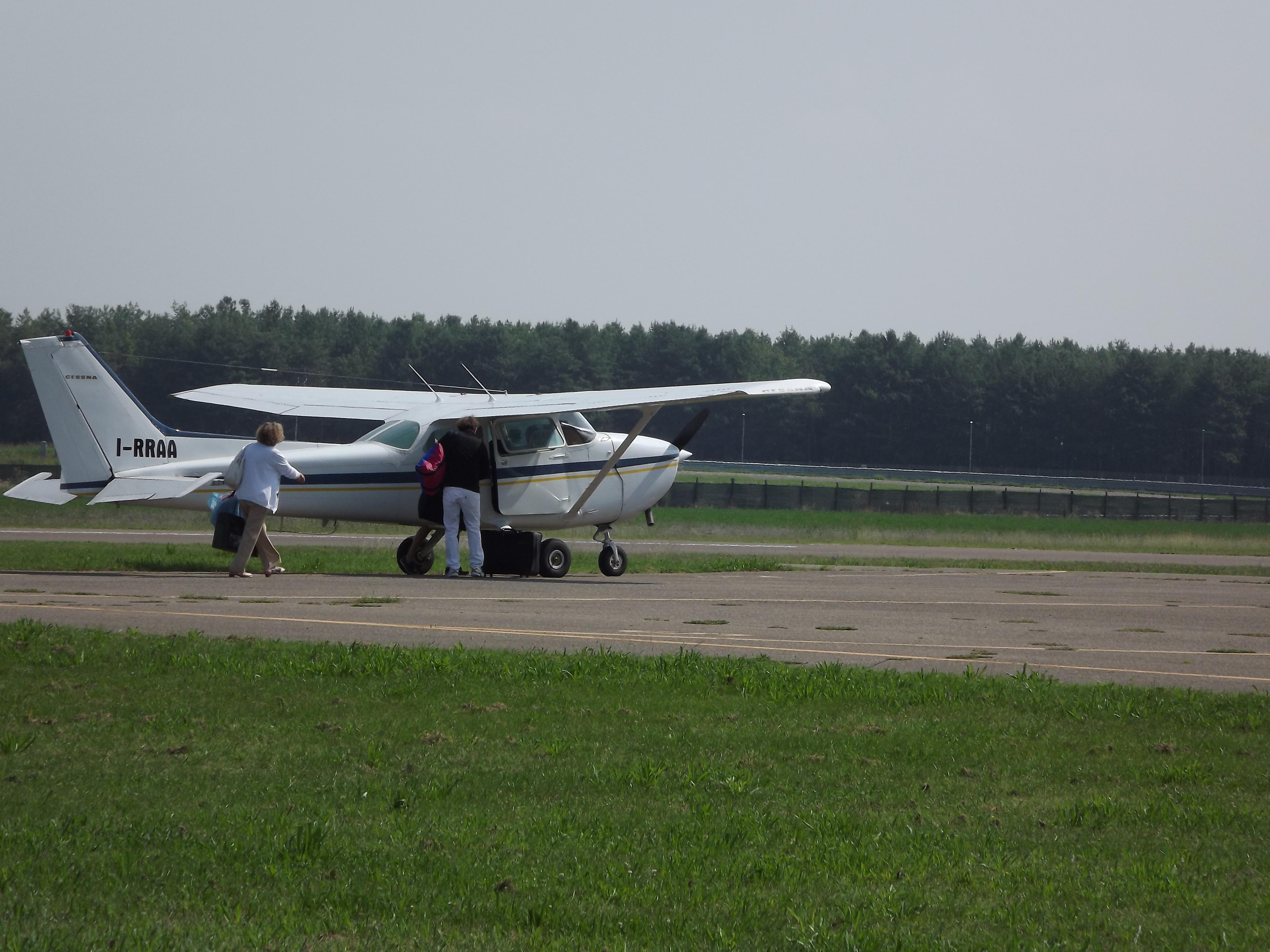 Cessna c 172n da massa cinquale aeroclub modena - In volo gemelli diversi ...